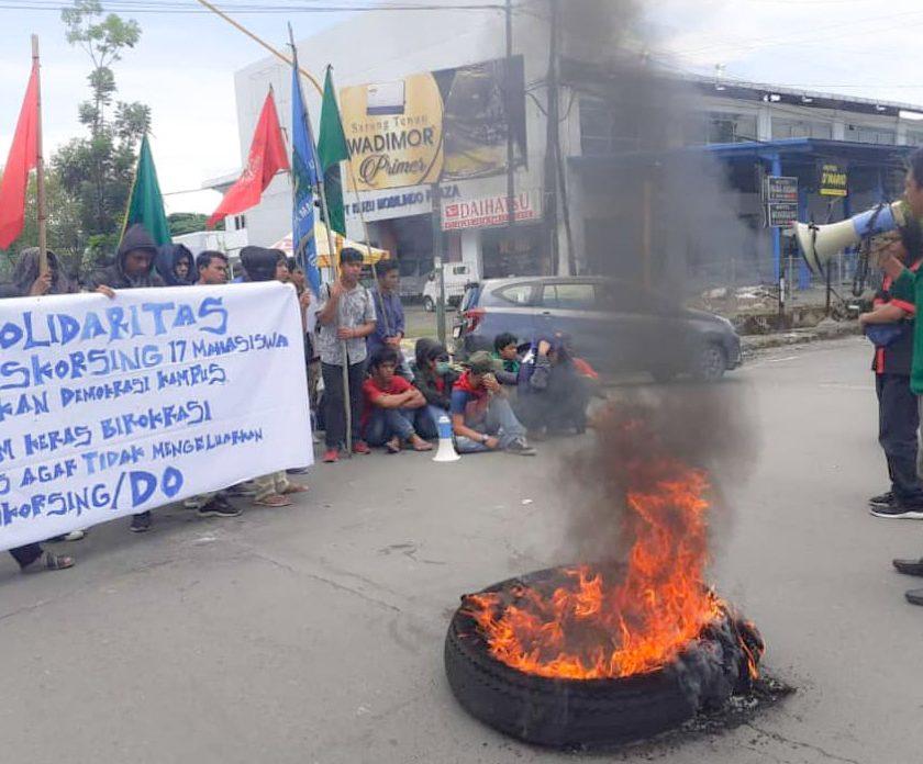 Aspirasi Tak Diindahkan Kampus, Mahasiswa Demo di DPRD