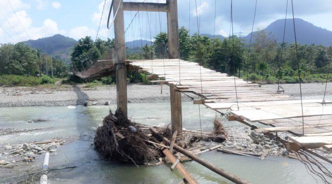 Jembatan Gantung Penghubung Dua Dusun di Desa Marinding Rawan Roboh